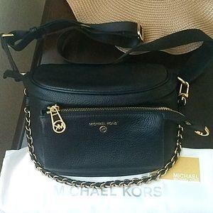 Michael kors sling messenger bag